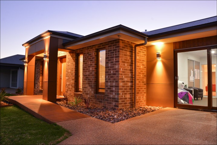 Dixon Homes Display Exterior 7