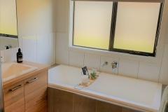 Hosies-Homes-Main-Bath